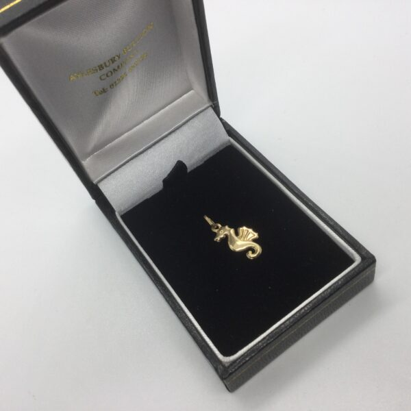 9 carat yellow gold sea horse charm