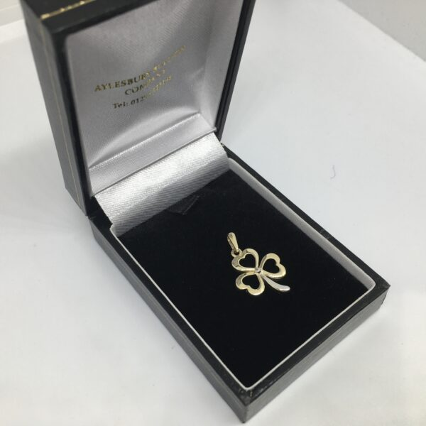 9 carat 2 colour gold clover pendant