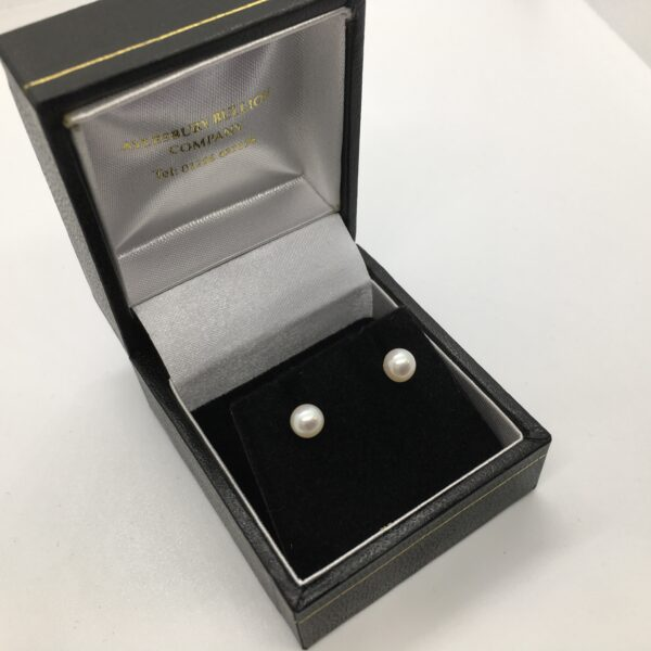 9 carat white gold freshwater pearl stud earrings