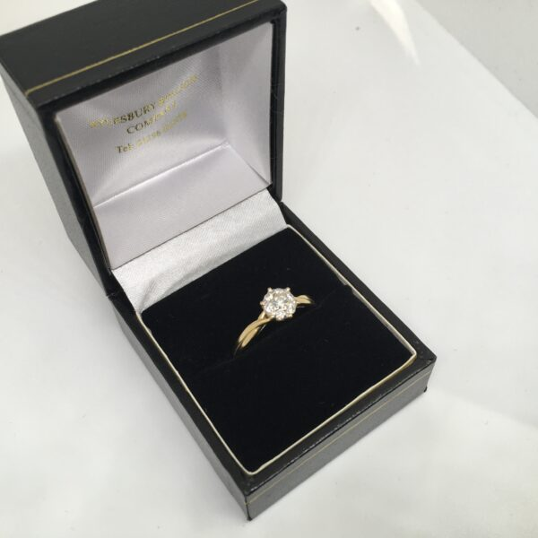 Preowned 18 carat yellow gold diamond cluster ring
