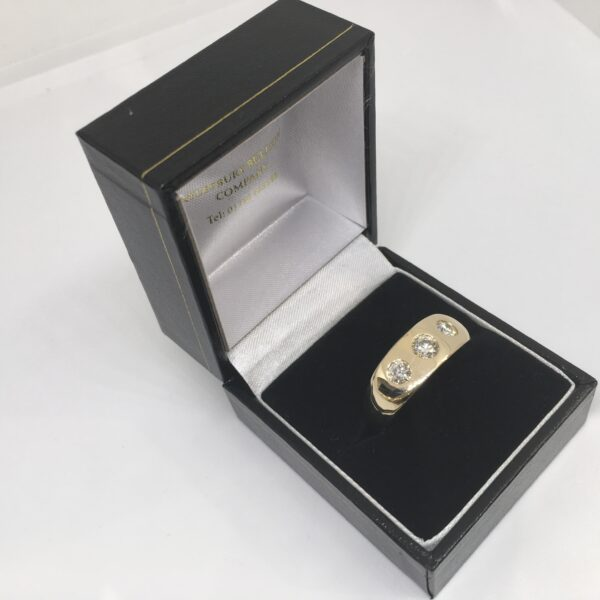 9 carat yellow gold diamond set gents ring