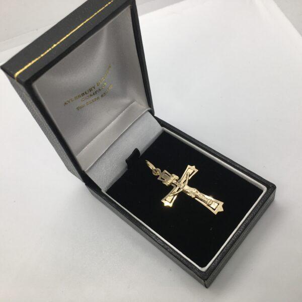 9 carat yellow gold crucifix pendant